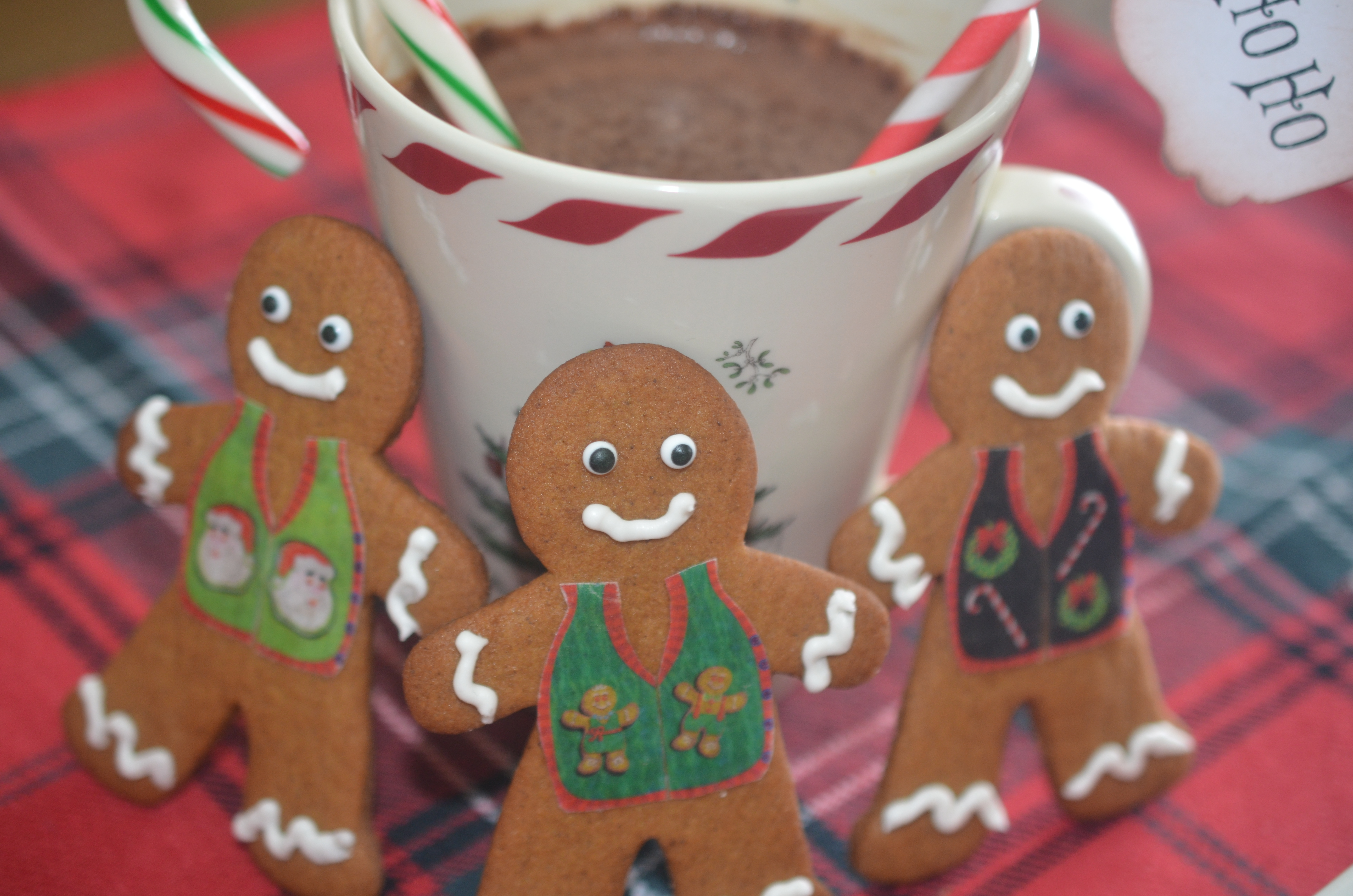 Decorating gingerbread men for Gingerbread decorations
