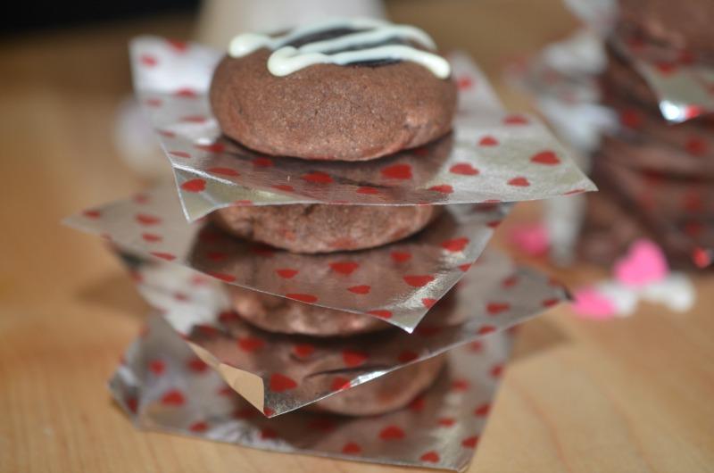 Chocolate Raspberry Thumbprints | cookingwithauntjuju.com